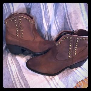 ⚡️Flash Sale⚡️NWOT Studded Cowgirl ankle boots
